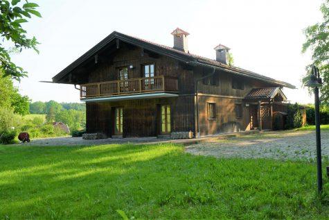 Herrlicher Familiensitz in einmaliger Höhen-Alleinlage mit kleinem see, ca. 30 Min. südlich v. Münch, 83623 Dietramszell, Einfamilienhaus