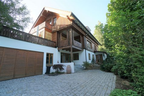 Ein attraktives und elegantes EFH auf einzigartigem Grundstück, 82057 Icking, Villa